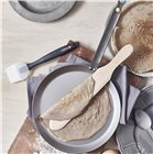 Box Crêpes Party : poêle à crêpes 26 cm acier De Buyer pinceau silicone et spatule à crêpes 36 cm en hêtre